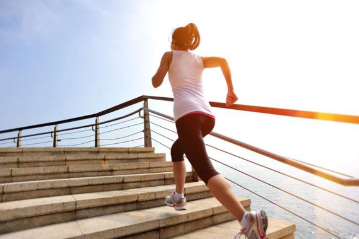 tập thể dục tăng cân leo cầu thang