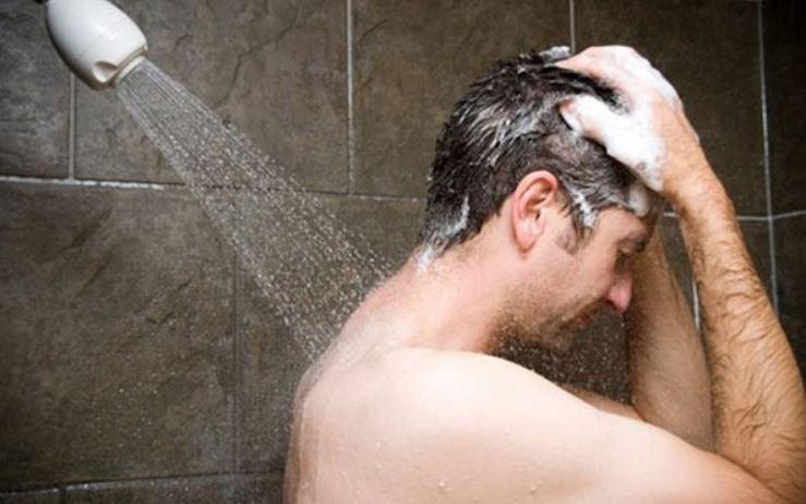 tắm nước lạnh sua khi tập