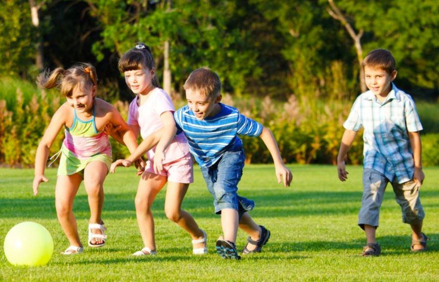 cho trẻ vận động